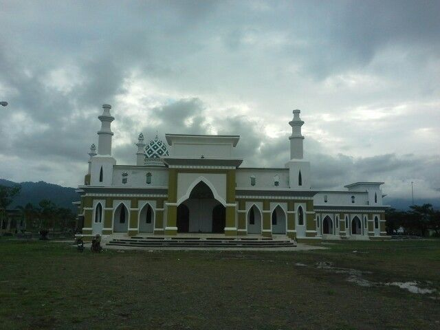 Islamiq Centre Datuk Sulaiman Mosque in Palopo - South Sulawesi is biggest and not only for praying, all study about muslim, teaching read and write Al Qur'an and hadist do in this place. I hope it's usefull to build morality people in that place.