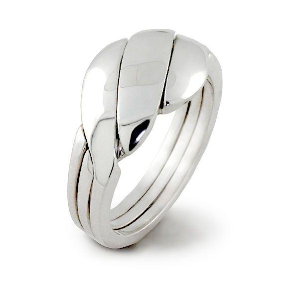 Massief zilveren puzzelring, breed model. De ring bestaat uit 3 in elkaar gevlochten banden.