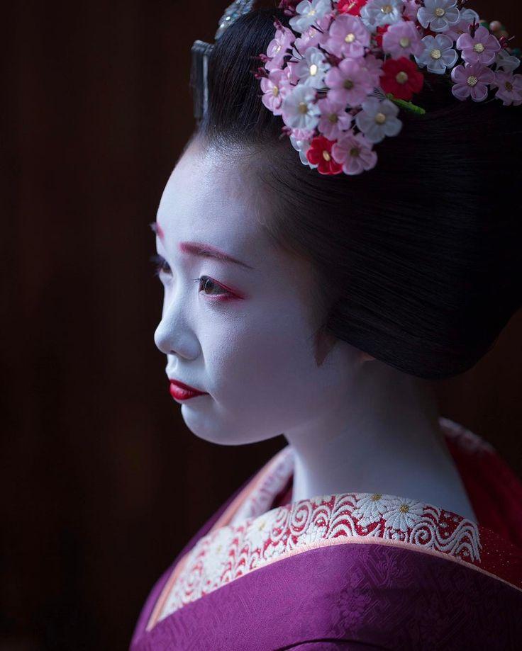 芸妓さんと舞妓さんのブログ (February 2017: maiko Ichiyuu with plum blossom...)