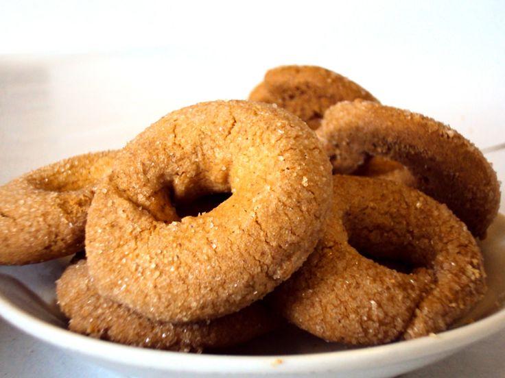 Κουλουρακια κανελας μουρλια!Απο τη Μπεσυ Υλικα 1 ποτηρι του νερου αραβοσιτελαιο 1 ποτηρι του νερου ζαχαρη 1 ποτηρι του νερου χυμο πρτοκαλι 1 κ.γλ σοδα 2 κ.γλ κανελα 1 κ.γλ γαριφαλλο 1 φακελακι μπεικιν (20 γρ) αλευρι για ολες τις χρησεις(οσο παρει) οταν το λεω αυτο,εννοω μεχρι να γινει λεια η ζυμη,να πλαθεται,να μη …