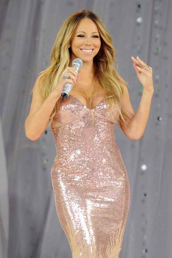 mariah carey all i want for christmas live out of tune