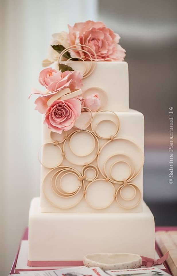 The colours and textures on this cake are very JJC and I like the pale backdrop of the cake with the pastel colours as accents. I'd really like to have the same approach in website form.