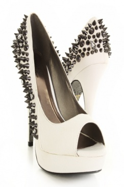 (Omg, I love these. How sickk are these heels?! Addicted to amiclubwear)