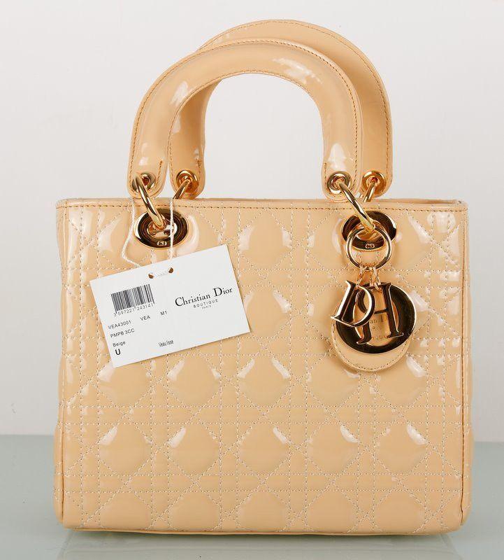 Сумочка Lady Dior из натуральной кожи с лаковым покрытием. Кремовый цвет, небольшая