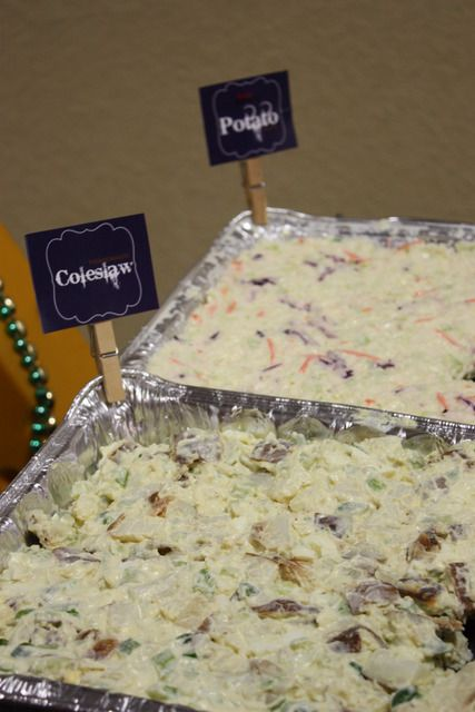 Use clothespin sign to click on food trays...clever idea.