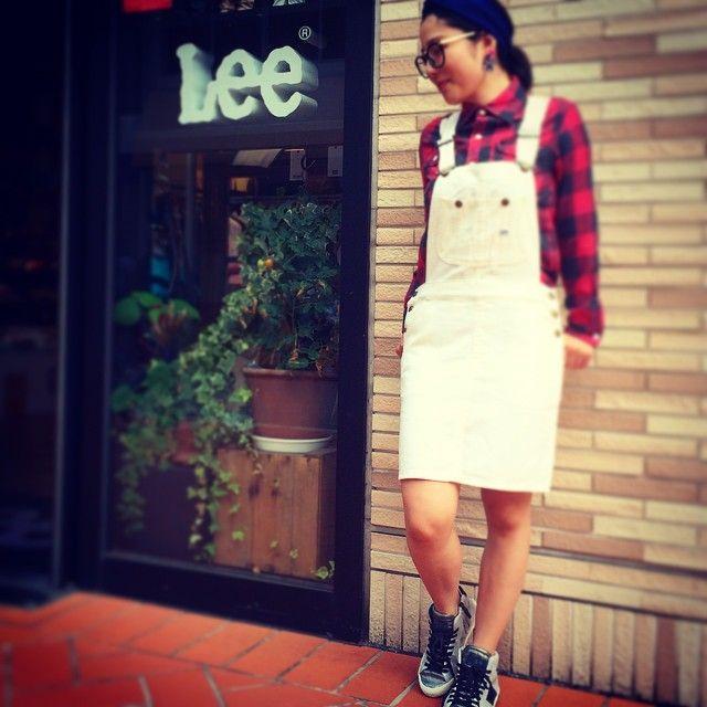 いいね!19件、コメント3件 ― ayakaさん(@a819kumapuu)のInstagramアカウント: 「オーバーオールスカート #lee #リー #fashion #cordinate #autumn #白スカート #チェックシャツ」