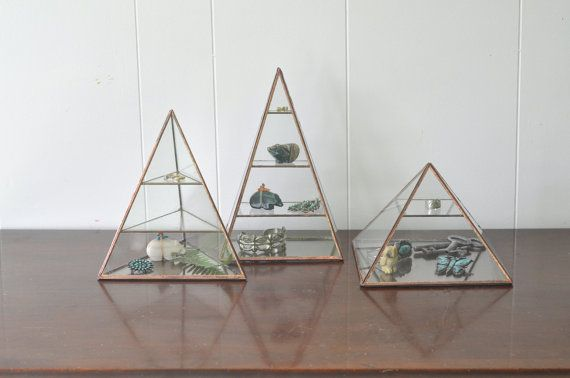 Vega Pyramid Display Box glass pyramid jewelry от ABJglassworks