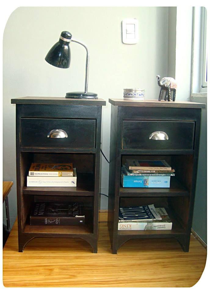 Mesitas de luz negras con estantes y cajón
