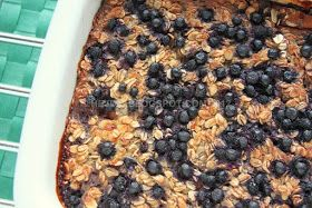 Heidis Verden: Opskrift: Bagt havregrød/havrekage/Baked Oatmeal med æbler og blåbær