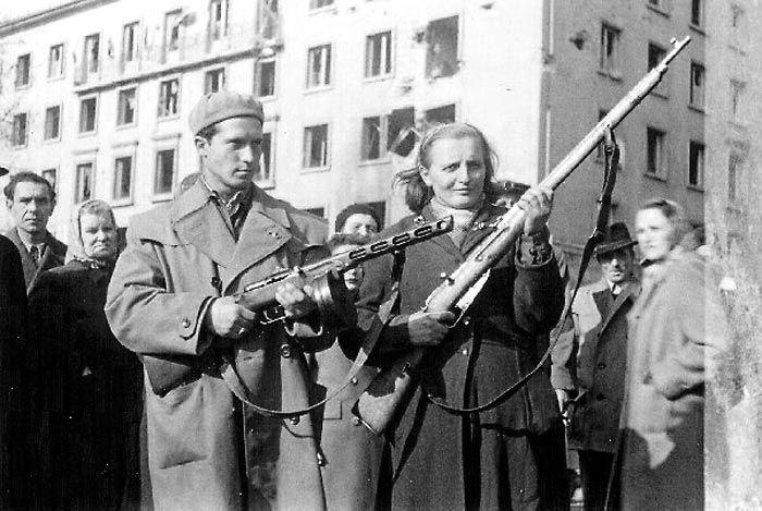 BUDAPEST 1956 - A HAZA VÉDELMÉBEN!