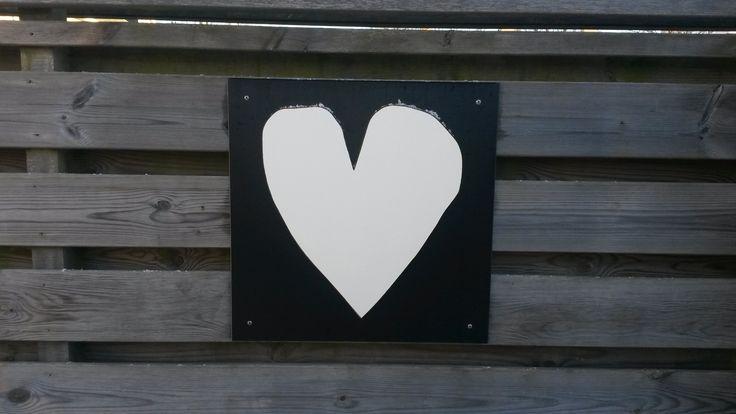 VT Wonen hart van trespa op trespa achtergrond voor op de schutting