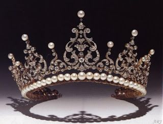 The pearl and diamond tiara is arranged as a series of graduated pinnacles of diamonds, each surmounted by a pearl. 1900s by unknown maker.