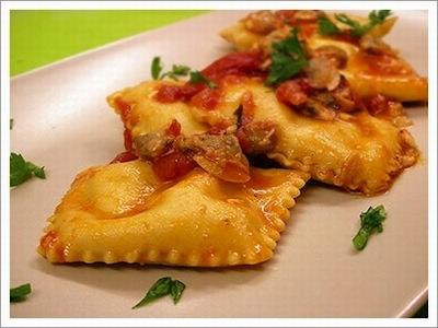 Tortelli di pesce con gamberi e vongole  http://www.ideapesce.it/ricette/tortelli-di-pesce-con-gamberi-e-vongole.html