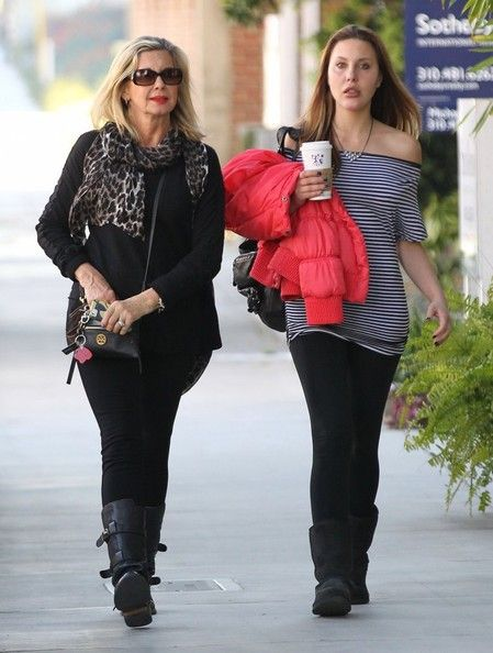 Olivia Newton-John Photos Photos - Singer/actress Olivia Newton-John and her daughter Chloe Rose Lattanzi stop by a hair salon to get their hair done in Santa Monica, California on February 13, 2013. - Olivia Newton-John and Daughter Chloe Stop by a Hair Salon