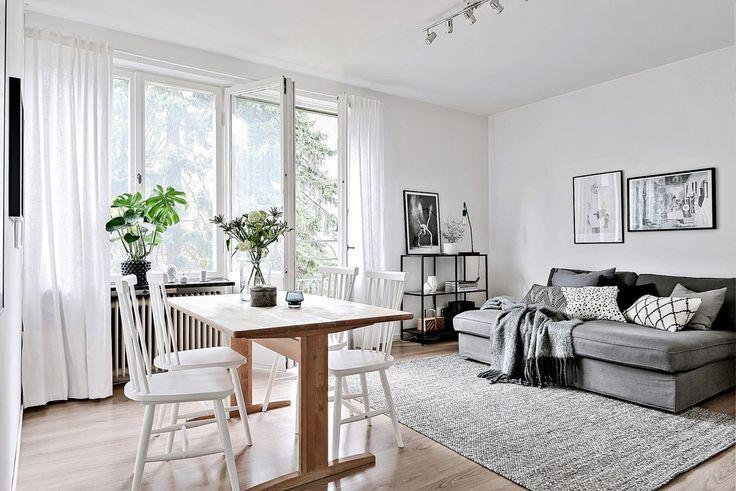 Vardagsrummet erbjuder gott om plats för soffgrupp och matsalsmöbel. Eklandagatan 45A - Bjurfors