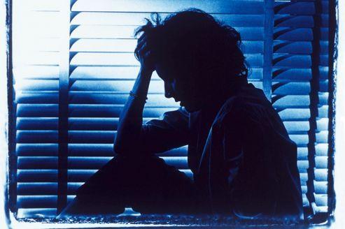 Une nouvelle enquête établit un lien entre le manque de sommeil et le risque d'obésité. Cette privation de sommeil perturberait en effet le système hormonal et encouragerait les écarts alimentaires.