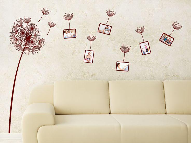 Fotorahmen Wandtattoo Pusteblume in rot neben einer Couch