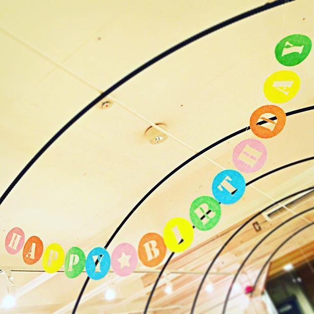 お客様からのご依頼で、初めて誕生日パーティー用のガーランドをお作りしました。フェルトの配色が選べます。お名前も追加できますよ!お気軽にお問い合わせください!  #happybirthday #誕生日 #ガーランド #フェルト #オーダー #名入れ #k452 #藤が丘駅 #藤が丘 #雑貨 #雑貨屋