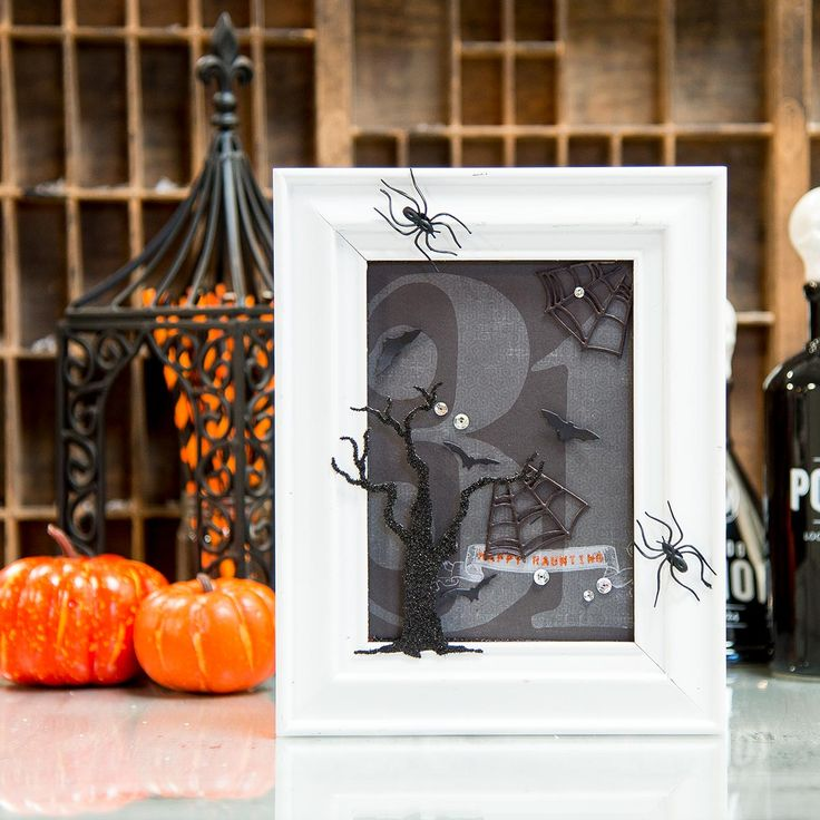 Spooky Frame created with the September Die of the Month Kit. What Spooky creations have you made? http://www.makersmartblog.com/die-of-the-month-september-kits-spooky-frame/