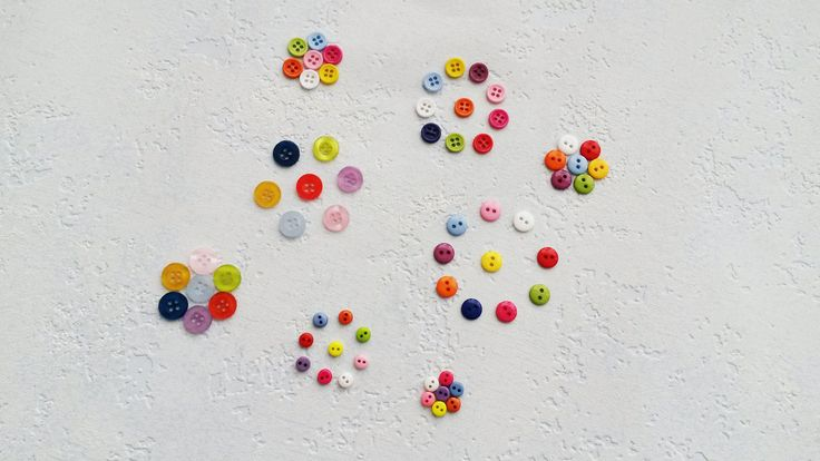 Balíček knoflíků (25 ks) Plastové kulatéknoflíky se dvěma ase čtyřmi dírkami. Průměr knoflíků - 6, 9 a 11 mm. Množství: knoflíkyse dvěma dírkami, průměr 6 mm - 16 ks knoflíkyse dvěma dírkami, průměr 9 mm - 17 ks knoflíkyse čtyřmi dírkami, průměr 9 mm - 17 ks knoflíkyse čtyřmi dírkami, průměr 11 mm -14 ks Cena za balíček (64 ks). Zaslání ...