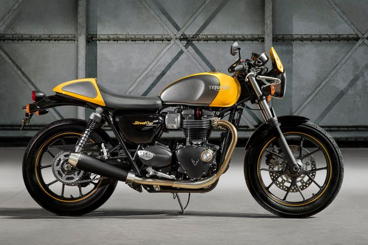The new 2017 Triumph Street Cup looks great with cafe racer style. It also produces a little more power and torque from the 900cc liquid-cooled Bonneville engine and benefits from modern safety technology along with the classic style