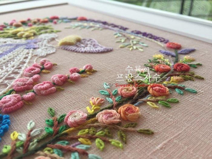 수록의 프랑스자수 자격증반 - 그녀들의 아름다운 자수작품들 - 비오는 날 예쁜 자수작품을 보고 기분이 맑...