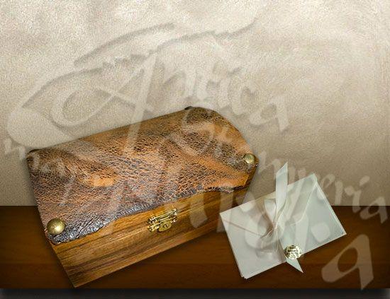 Scatole in legno e pelle