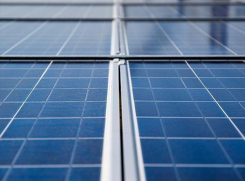 Investigadores canadienses han desarrollado un interesante método que permite almacenar la energía de turbinas eólicas y paneles solares para usos posteriores.