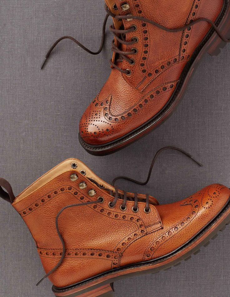 A brogue country boot with five eyelets and triple ski hooks in grain calf leather