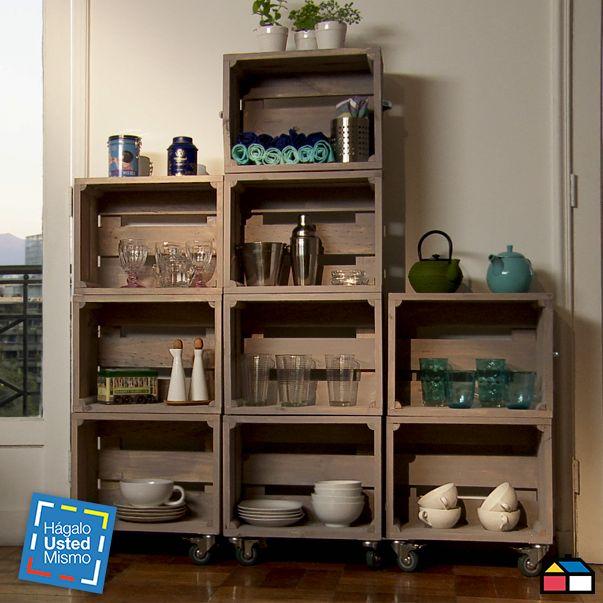 C mo hacer un estante con cajones de fruta for Como barnizar un mueble de madera con brocha