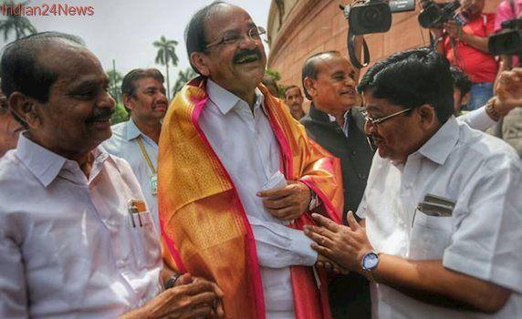 Venkaiah Naidu resigns: Smriti Irani gets I&B, Narendra Tomar Urban Ministry
