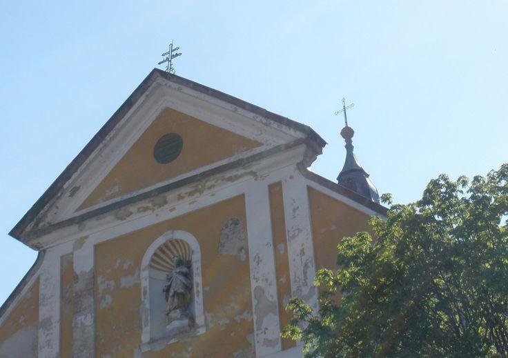 Ferences templom és rendház tetején lévő keresztek (Géza király tér)