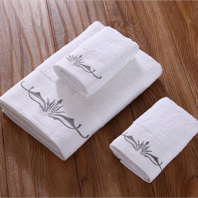 Sunnyrain 3 Pieces Embroidered Crown White Hotel Towel Set