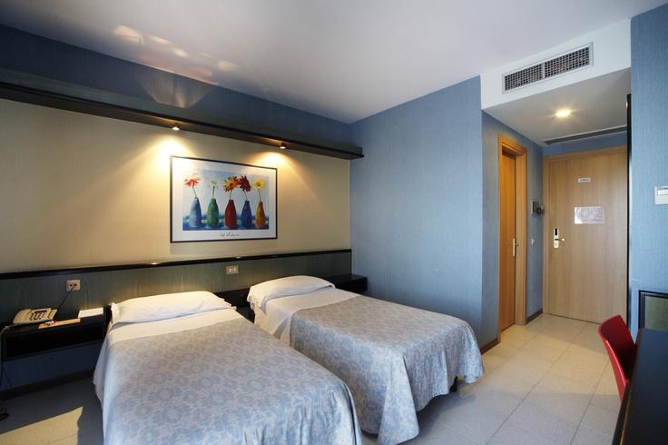 L'eleganza e la raffinatezza della camere dell' Hotel Parigi 2 di Dalmine sapranno avvolgervi in un rilassante e piacevole soggiorno che vi farà sentire subito a casa vostra.