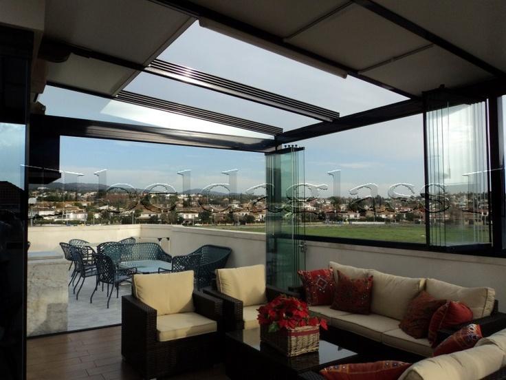Atico creado con techo fijo de panel sandwich y cerramientos panoramicos ó cortinas de cristal