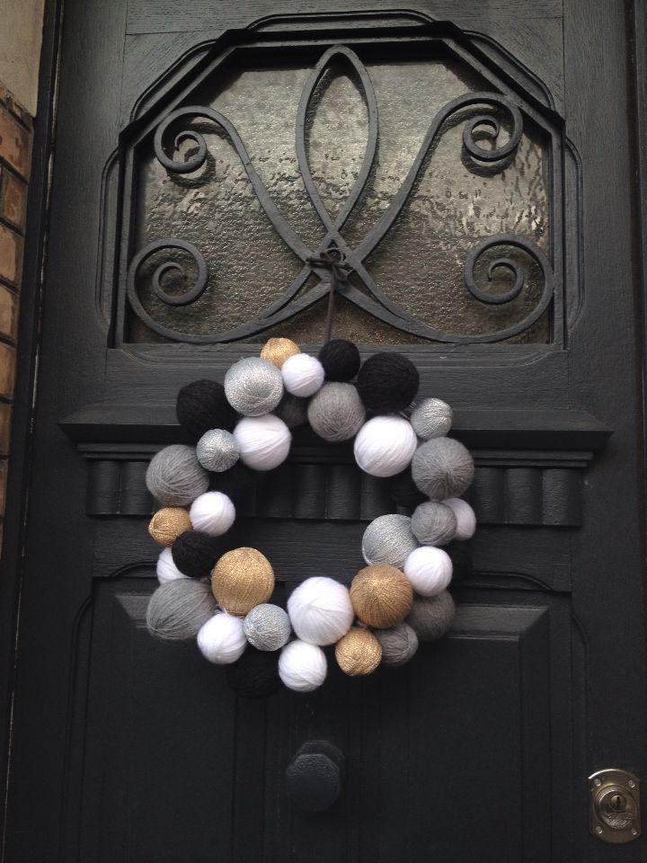 Couronne Noël 2016, boule polystyrène, laine, lurexe.