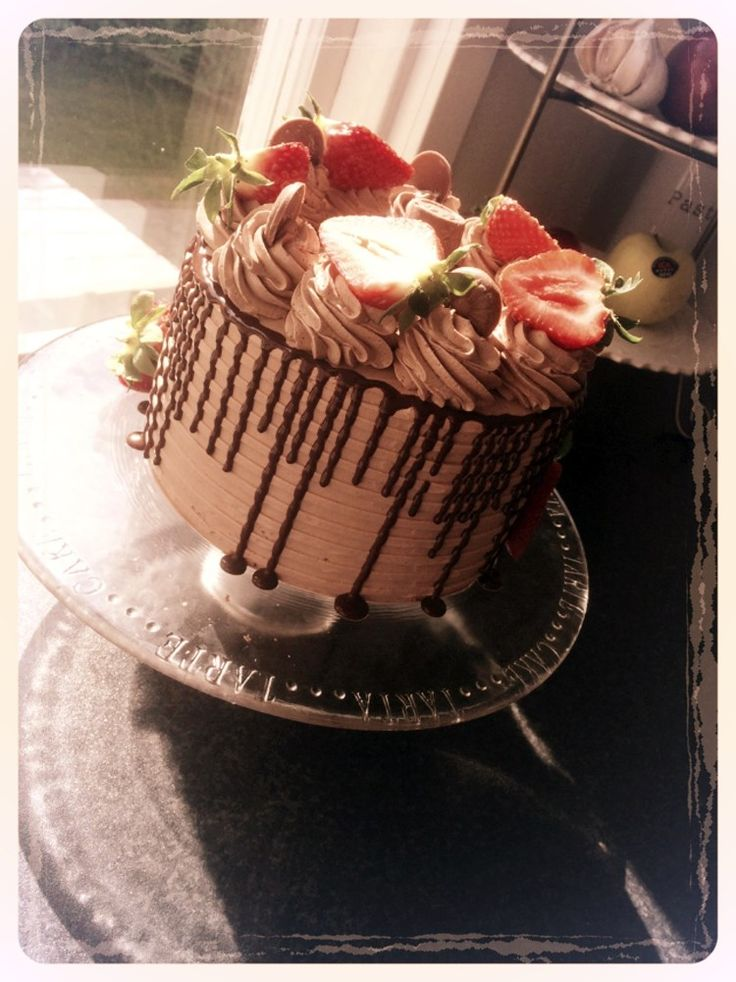 Väldigt luftig.  Amerikansk chokladtårta med tonvis av choklad Denna tårta är den ultimata om man är sugen på något gott, riktigt mastigt och tonvis av choklad. Den passa
