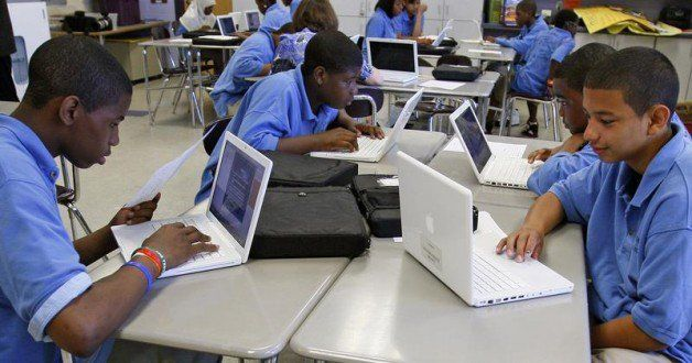 What are the key lessons on education technology from around the world?