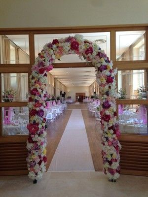 Notre arche, composée de fleurs dans des tons variés, mesure 2m60 x 1m40 x 60cm. Selon vos envies et le thème de vos événements, les couleurs et les fleurs peuvent être modifiées. Un point photo original, splendide et raffiné. Fabriquée à la main, idéale pour vos cérémonies laïques, elle est disponible à la location pour tous vos événements. mur de fleurs , wall of flowers , floral wall , floral backdrop , photobooth , photobooth backdrop , point photo ,mariage , wedding ,arche,cérémonie…