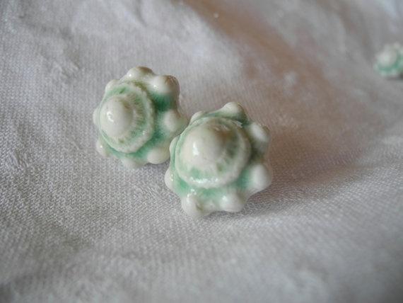 Fris groene Zeeuwse oorknopjes door TwoTreesWorld,