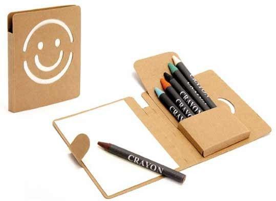 Regalos para niños.  Libreta Smile con 6 lápices de colores.  Medida: 9 x 1 x 10,50 cm