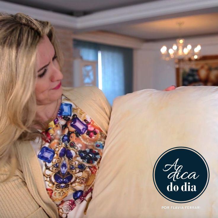 Como lavar travesseiro em casa, à mão ou na máquina de lavar. Flávia Ferrari dá todas as dicas para lavar travesseiro de penas de ganso, nasa, viscoelástico e de molas nesta postagem do DECORACASAS.