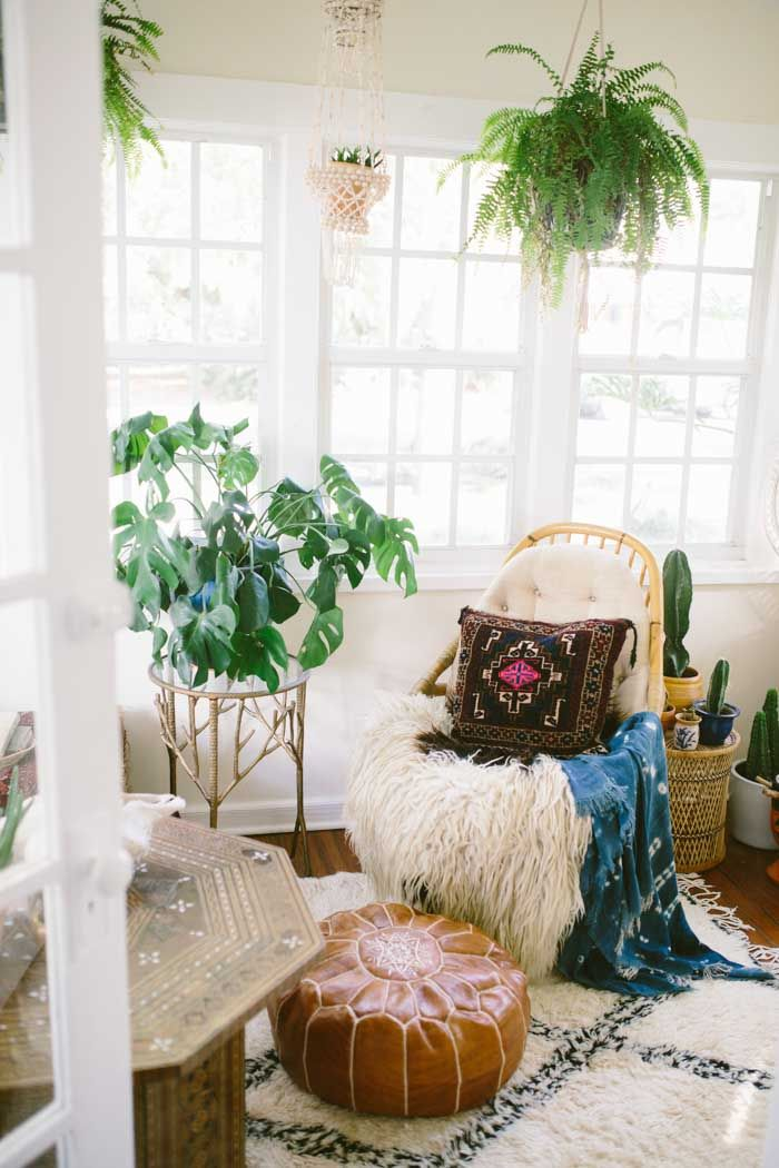 Location can really drive a home's style. Ahome in Minnesota can be beachy andgorgeous in aesthetic, but there is something sorightabout bohemian homes located in tropical places. Carley and Jonathan Summers have fully embraced their southern Florida lifestyle and have created a space with an eclectic mix of global finds and seaside pieces.Carley, photographer and interior stylist, and her husband Jonathan, CT technologist and musician, initially set out to find a home with historic v...