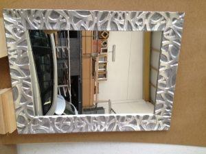 espejo grabado y decorado manualmente en pan de plata queda muy bonito el contraste entre
