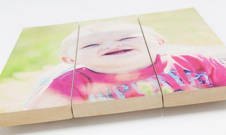 Babyfoto op Ayous hout   Geen last van noesten, kleurechte print, licht van gewicht.  Meer informatie over Ayous of wilt een foto op Ayous bestellen? www.timberprint.nl #fotoophout #ayous