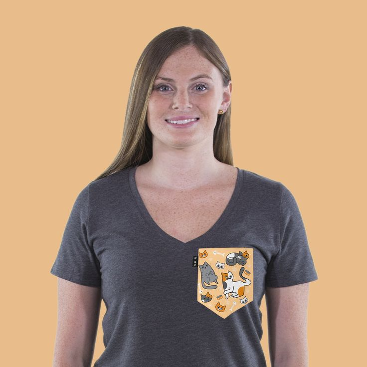 Women's clothing・V-neck・Pocket tee・Crazy Cat Lady・Cats ・Montreal ❖ Vêtements pour femmes・V-neck・Chandail à poche・Folle aux chats・Chats・Montréal