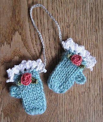 Tiny Mittens Ornaments - aren't these cut!  Wish I knitted well enough to try these.  Maybe next year.