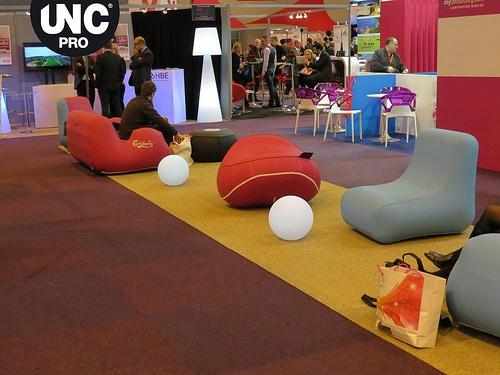 Le mobilier gonflable UNC Pro a été lancé en 2011. Plus de 5000 meubles gonflables ont été commercialisés depuis. Vous pouvez retrouver nos fauteuils gonflables sur www.unc-pro.com. N'hésitez pas à nous contacter également sur contact@unc-pro.com.