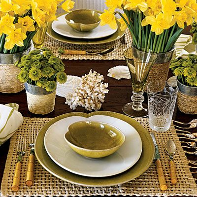 Image from http://gardenhomeandparty.files.wordpress.com/2011/06/yellow-table-setting-lsa.jpg.