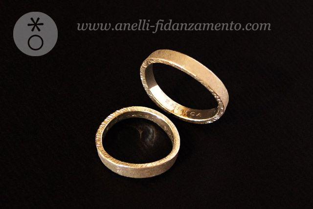 Fedi in Oro Bianco satinate, lievemente curvate http://www.anelli-fidanzamento.com/blog-anelli/page/3/